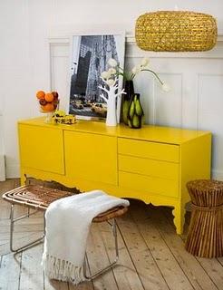 Comoda amarela