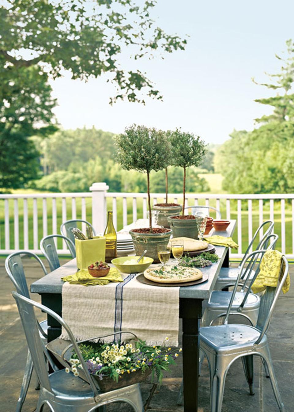 cadeira-tolix-mesa-jardim-varanda