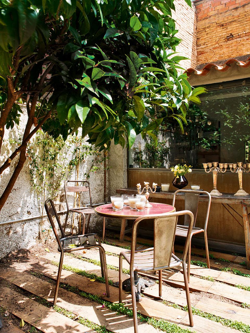 cadeiras-mesa-restaurante-ferro-metal